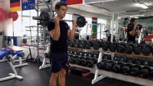 Bicepsový zdvih podhmatem