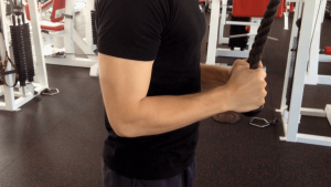 Tricepsové stahování horní kladky
