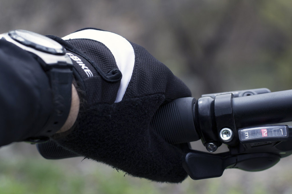 Sportovní hodinky na kole