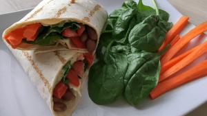 Wrapy s hummusem a zeleninou